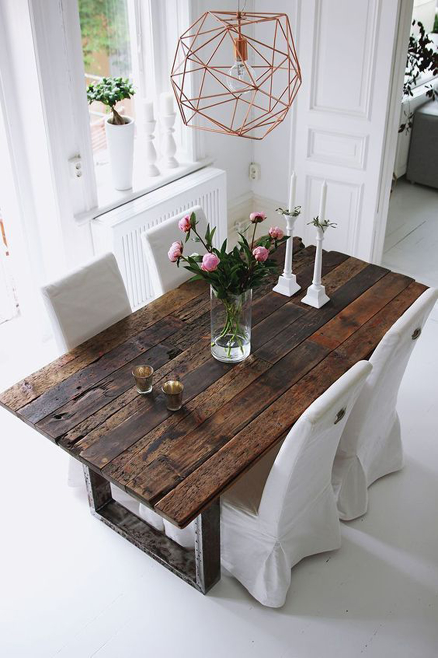 Round vs Square Tables: which ones are better for your interior design